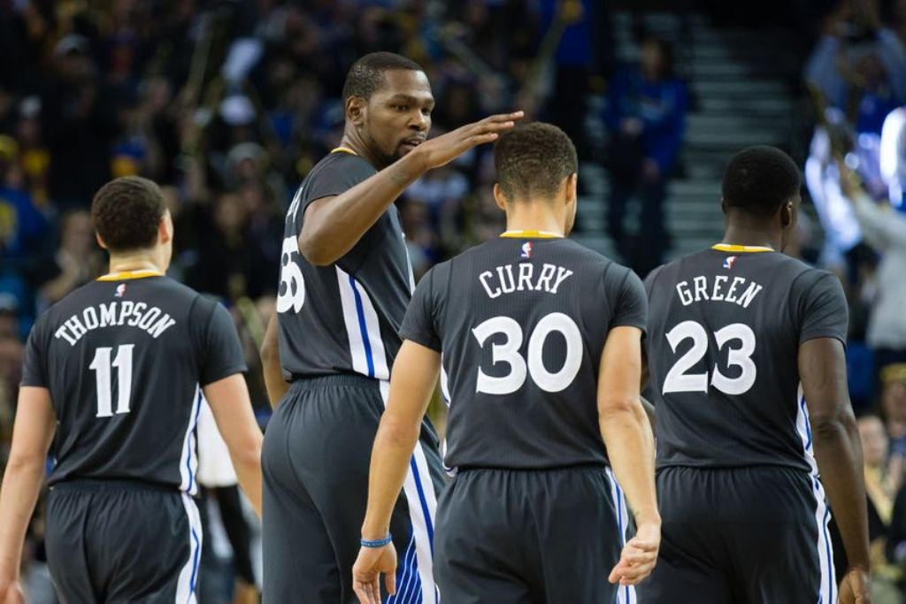 Kevin Durant thumbs Stephen Curry up