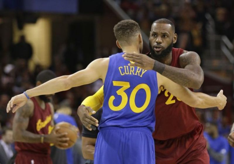 LeBron Jame hugs Steph Curry of the Golden State Warriors