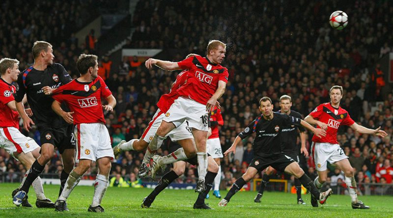 Paul Scholes heads Manchester United to victory