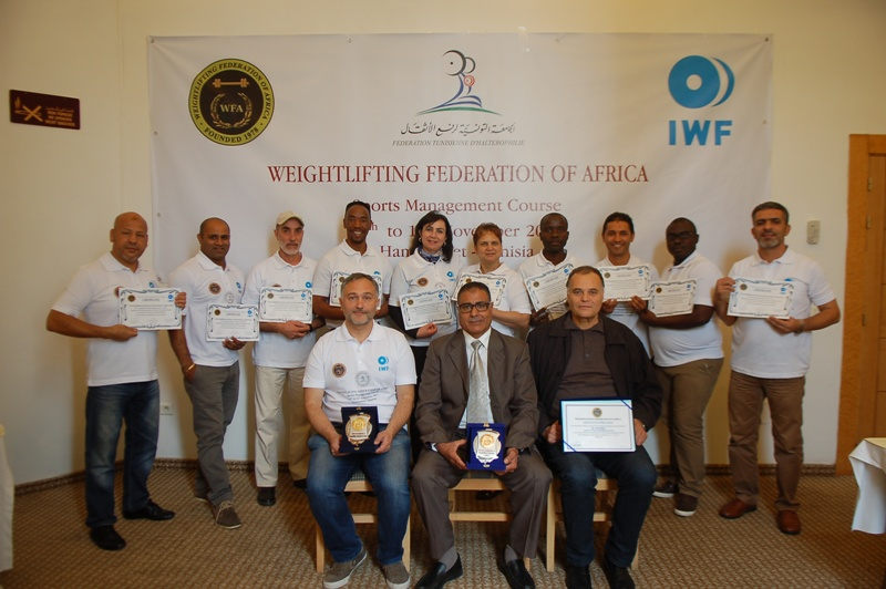 Group photograph of the participants with their certificates