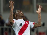 Peru's Jefferson Farfan celebrates after scoring against New Zealand