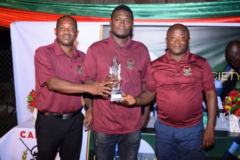 Winner Prince Amponsah (middle) flanked by Co-founders of Captain1 Golf Society E. K. Bonsu (right) and Pius Appiah Ayeh