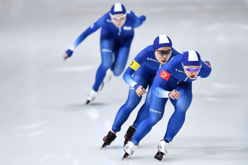 South Korean speed skaters Kim Bo-reum and Park Ji-woo left Noh Seon-yeong during their team pursuit race on Tuesday.