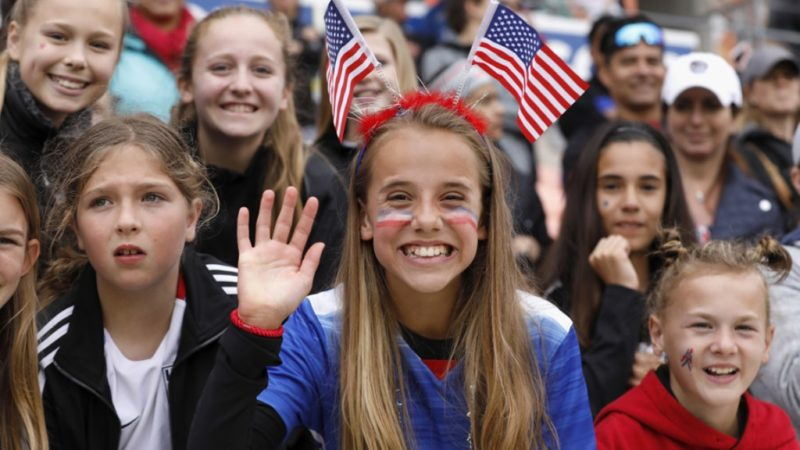 Fans of the USMNT cheering their team on