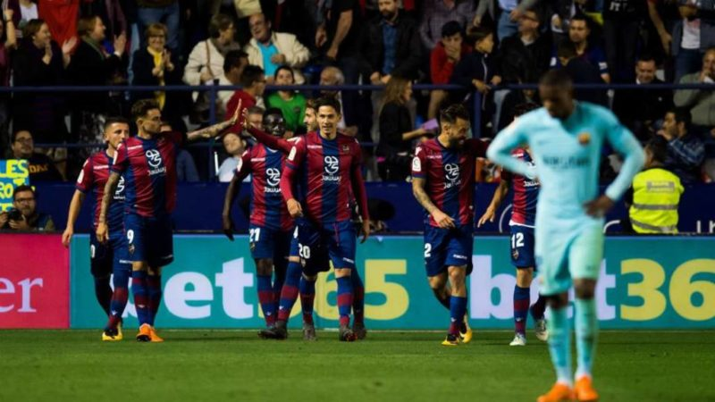Levante crushes Barcelona's unbeaten run
