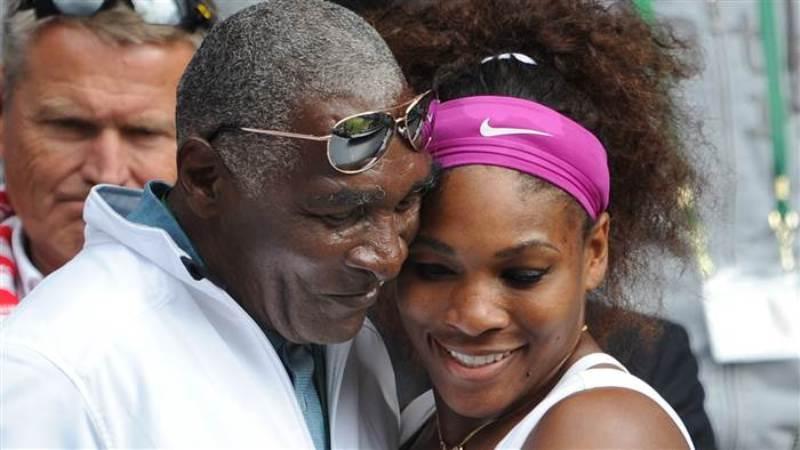 Serena hugs her dad Richard Williams