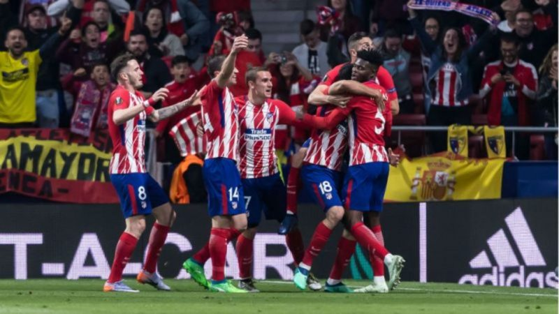Thomas Partey celebrates with teammates