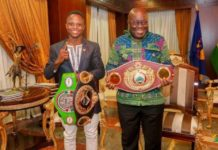 Isaac Dogboe poses with President Nana Akufo-Addo
