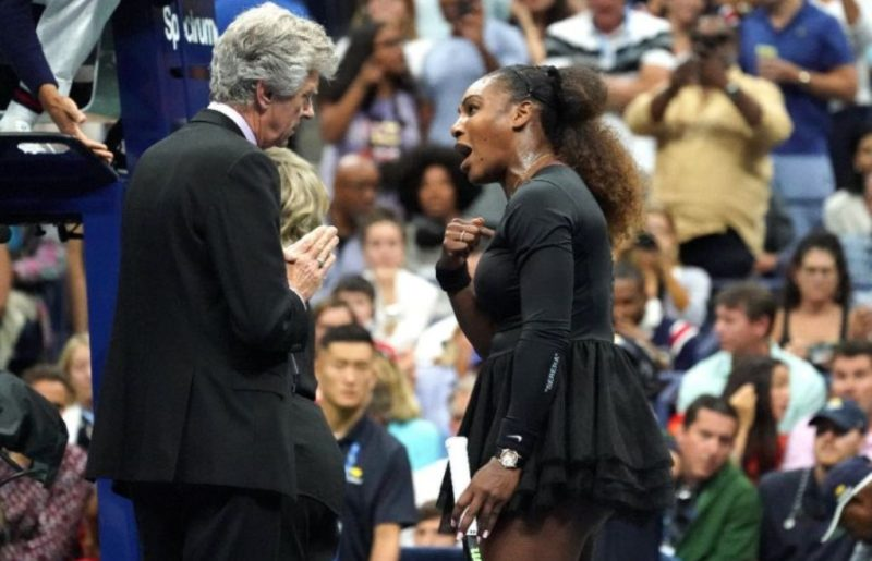 Serena Williams argues with referee Brian Earley during the US Open final