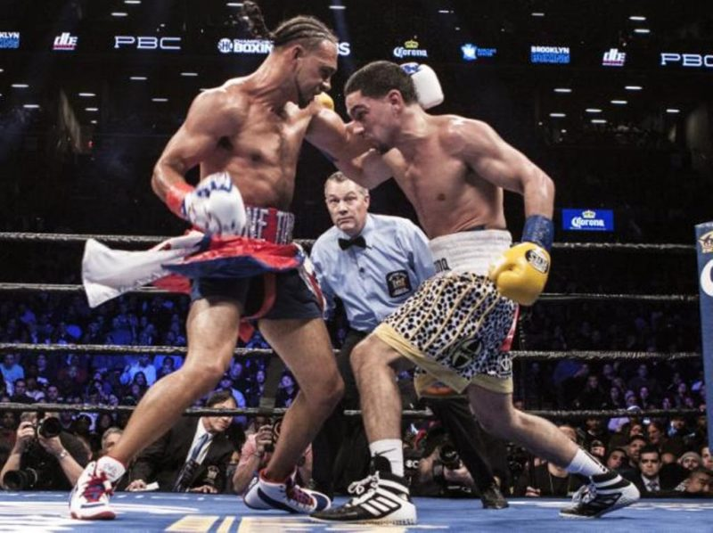 Keith Thurman (L) defeated Danny Garcia by split decision